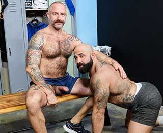 Musclebear Montreal with another muscle stud, but ends up being the bottom bitch! I like to go somewhere warm when winter arrives. I hate cold weather.