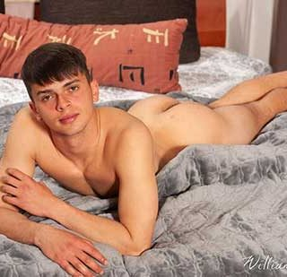 Igor Uran is aged 19 and he lives in Ostrava. He is a electro-mechanic who enjoys sports, soccer and fitness. He looks very good indeed as he kneels on the bed, presenting his sexy ass, in jeans.